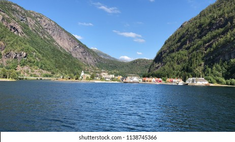 Modalen municipality located north of the hordaland county.Modalen is the 421st most populous municipality in Norway with a population of 383 (second smallest municipality in Norway after Utsira).