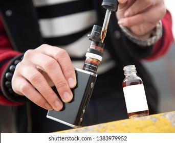 Model filling ejuice/eliquid tank or mod from  e-juice bottle