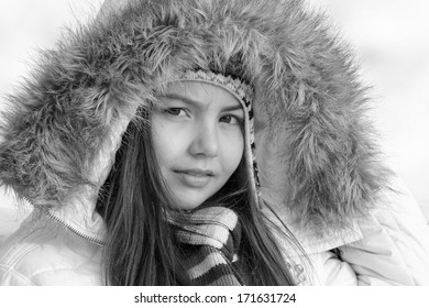 Model Lisa: portrait in the snow