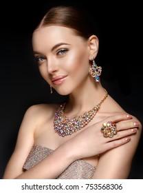 Model in set of jewellery. Luxury girl in shine jewelry