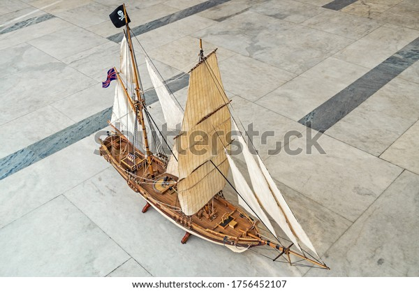 model-small-twomasted-sailing-vessel-600
