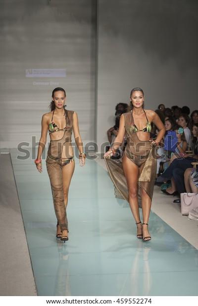 Model Walks Runway During Miami International Stock Photo Edit Now 459552274