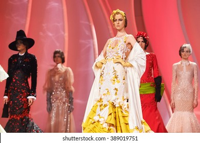 A model walks the runway on the Valentin Yudashkin catwalk. Haute Couture, Spring/Summerr 2016. March 08, 2016, Moscow, Russia.