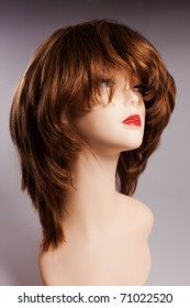 model with the woman wig of chestnut color