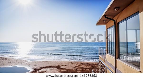 современная квартира на пляже в Италии