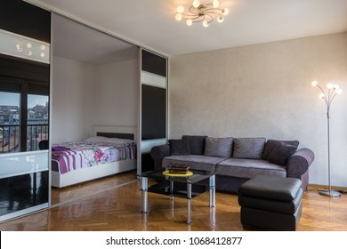 https://image.shutterstock.com/image-photo/modern-apartment-interior-living-room-260nw-1068412877.jpg
