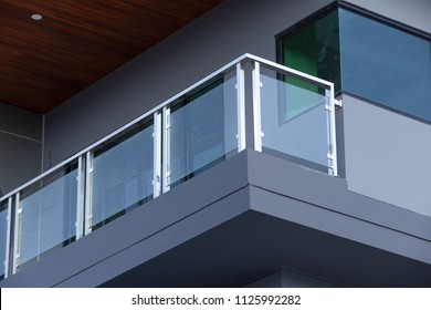 Modern architecture terrace aluminum rail and fall protection