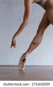 the modern ballet dancer dancing