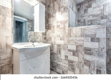 modern bathroom in the apartment. A glass shower door. High quality photo