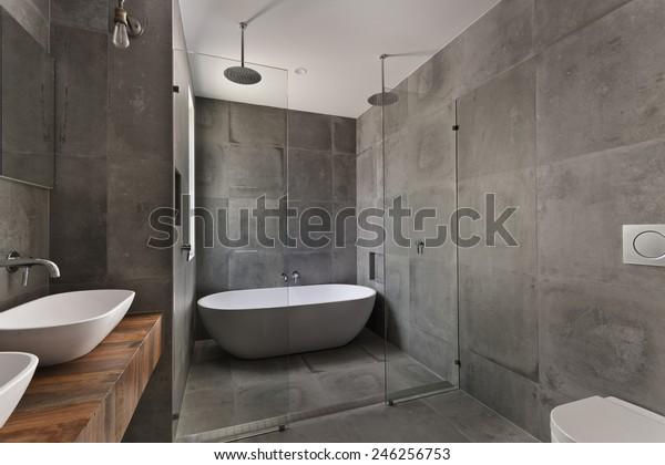 Modernes Badezimmer in Luxuswohnung