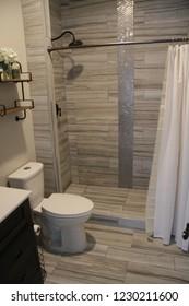 Modern Bathroom with tiled shower