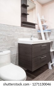 Modern bathroom with wall covered in ceramic