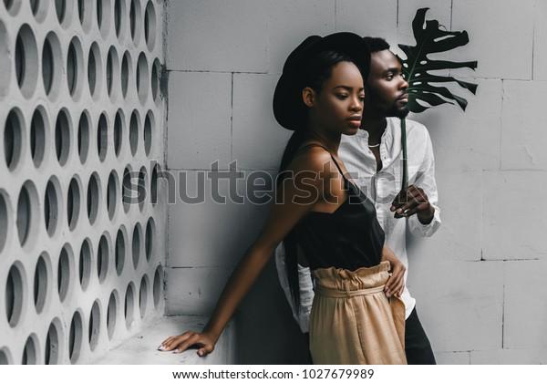Het zwarte meisje en de blanke man