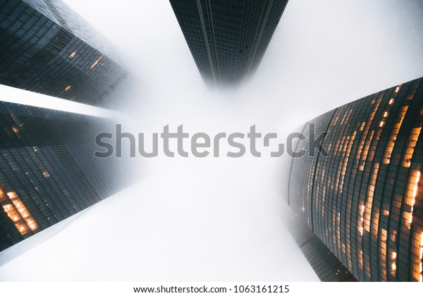современный бизнес-центр Москва-Сити вид снизу вверх
