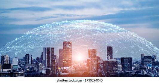 Moderno concepto de red de comunicación y paisajes urbanos. Telecomunicaciones. IoT (Internet de las cosas). TIC (Tecnologías de la Información y las Comunicaciones). 5G. Ciudad inteligente. Transformación digital.