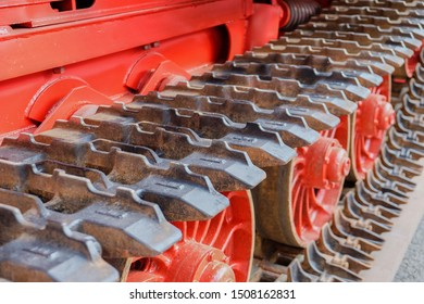 Modern Continuous track of metal steel plates used in tracked vehicles for construction industry,agriculture,military.