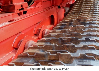 Modern Continuous track of metal steel plates  in tracked vehicle