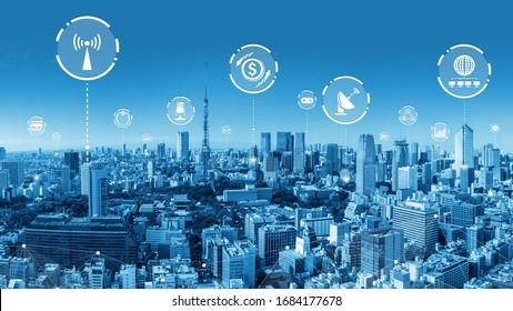 La moderna y creativa red de telecomunicaciones y de internet se conecta en una ciudad inteligente. Concepto de conexión digital inalámbrica 5G e Internet de cosas futuras.
