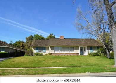 Modern custom made houses with nicely landscaped front yard in the rich residential neighborhood of Pasadena City, CA.