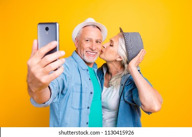 Old Couple Video Call Images, Stock Photos & Vectors | Shutterstock