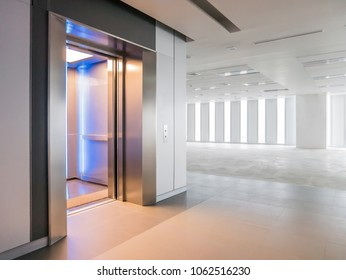 Modern elevator open doors in a empty floor, Large Hall, Store, interior,Lab, without furniture in a new building.