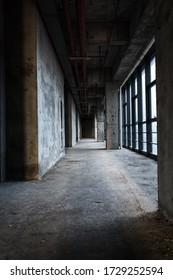 Das moderne leere Geschäftsgebäude