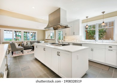 Modern Farmhouse with elegant features