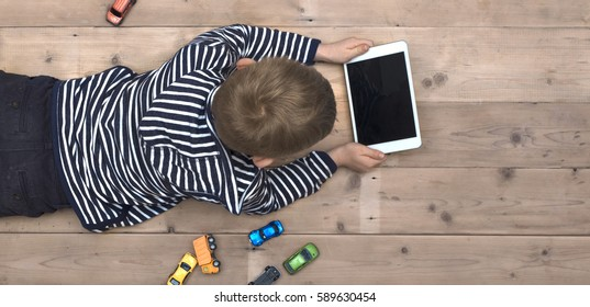 Moderne Generation. Kid auf ipad