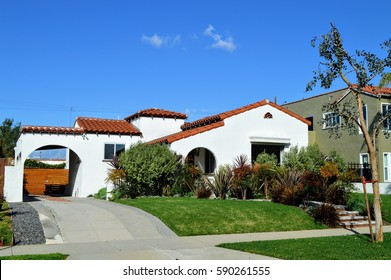 Modern homes and estates in an upmarket residential neighborhood of Los Angeles, CA.