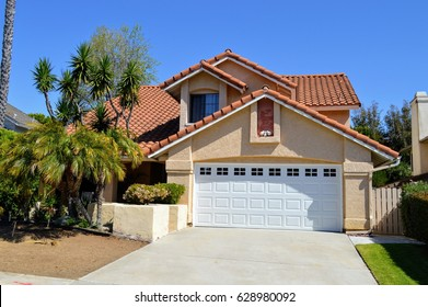 Modern homes and estates in an upmarket residential neighborhood of Del Mar City, CA.