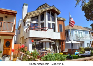Modern homes in an upmarket residential neighborhood in the rich suburb of Los Angeles, California.