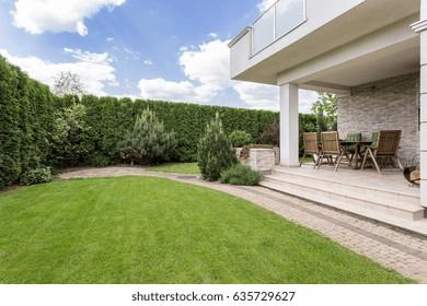 Images, photos et images vectorielles de stock de Maison ...