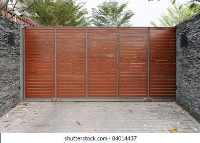 Modern House Gates and Drive