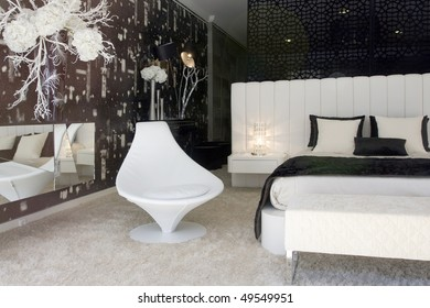 Modern and luxury decorated sleeping room (bedroom)