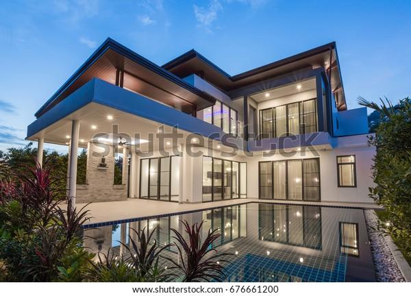 Villa De Luxe Moderne Avec Piscine Photo De Stock Modifier