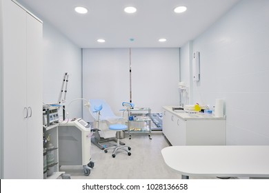 modern medical clinic, bright blurred background, corridor, spacious modern medical facility, hospital new