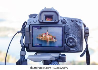 Modern MILC camera on a tripod shooting outdoors photograpy