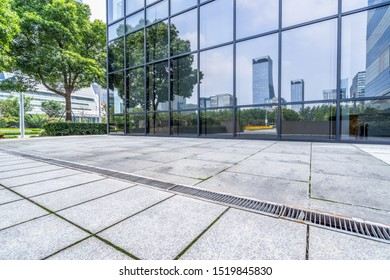 modern office building outdoors in the downtown