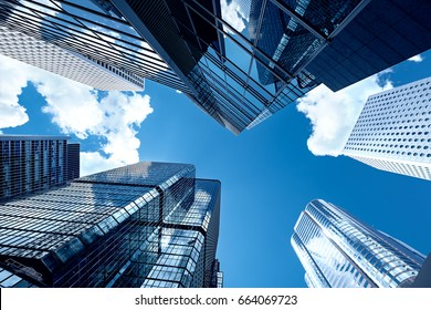 Moderne Wolkenkratzer mit Perspektive
