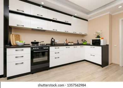 Modern spacioius black and white kitchen, clean design