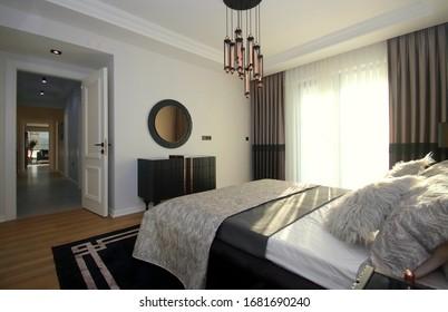 Diseño de habitaciones moderno y elegante con muebles y accesorios decorativos en el nuevo hogar