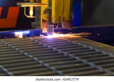 Modern technologies of production of Universal equipment for the manufacture of parts, cutting of sheet steel with laser, plasma or gas.