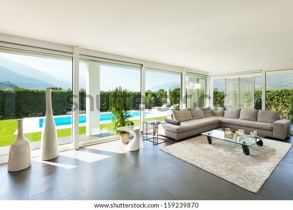 Moderne Villa, Innen, schönes Wohnzimmer Stockfoto (Jetzt ...