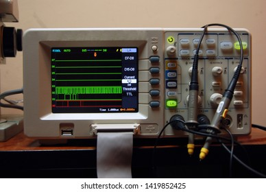 Modern wave analyser oscilloscope with the logic analyser in the laboratory