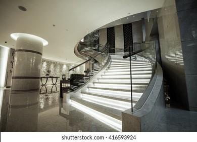 Charmant Modern White Marble Stairs For Luxury Interior.