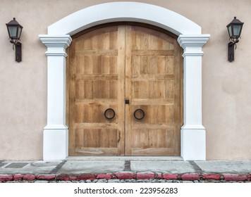modern wooden door, colonial style