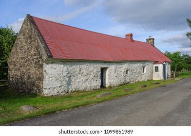 Moirlanich Longhouse is a 19th century cruck-framed lime-washed cottage with cattle byre in Glen Lochay near Killin, Stirling, Scotland, UK