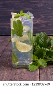 Mojito cocktail with lime and ice