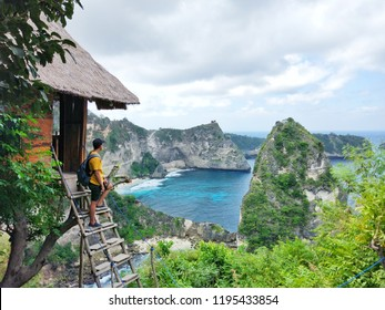 The Molenteng Treehouse (Rumah Pohon) is located within the Thousand Island viewpoint. The viewpoint is one of the attractions on the island and looks along the beautiful coast of Nusa Penida.