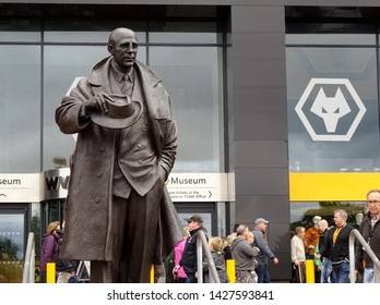 Molineux Stadium, Wolverhampton, Midlands, England, UK - August 2014. Stan Cullis statue at Molineux, home of Wolverhampton Wanderers Football Club.